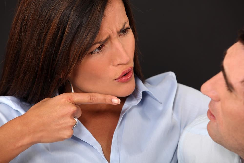 """Frustreret kvinde: """"Jeg kan ikke stoppe med at rette på min kæreste!"""""""